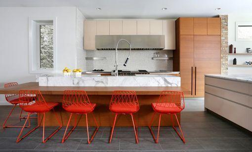 Ideas para crear zonas de comer en la cocina for Barras de cocina comedor