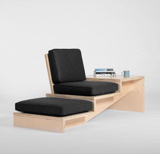 Escalera y banco de madera en un solo mueble