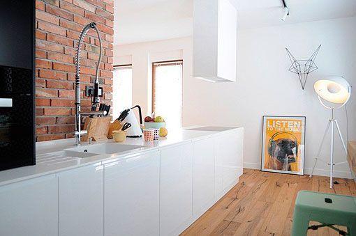 Ideas para decorar una cocina blanca con toques de color