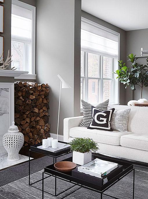 Un salón-comedor en gris y blanco, sobrio y elegante
