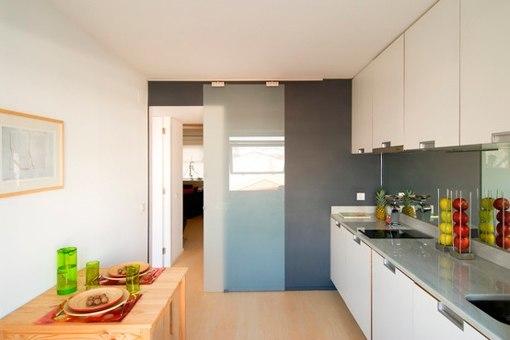 10 ideas para aprovechar el espacio en tu casa - Puerta cristal cocina ...