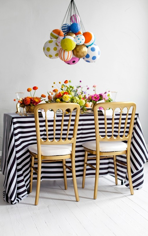 Mesas decoradas con ideas DIY: globos de papel maché