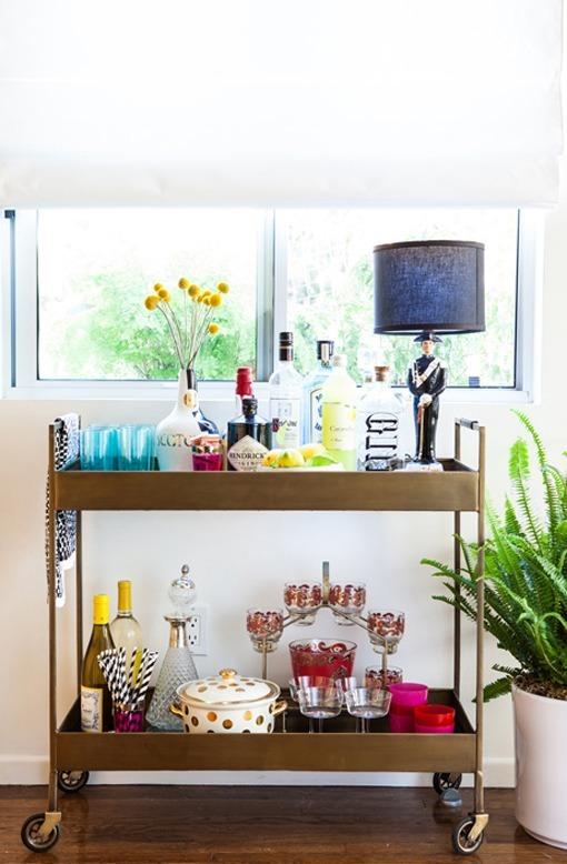 Salón-comedor de estilo vintage en colores alegres y luminosos
