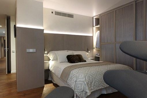 Esculpe un cabecero con luz para tu dormitorio - Iluminacion para cuadros ...
