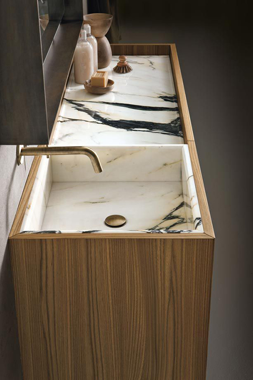 Give your bathroom an elegant touch with a natural stone basin / Altamarea