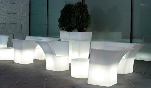 Muebles de exterior iluminados