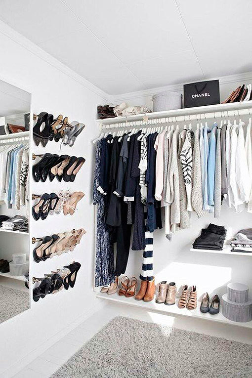 Ideas para organizar zapatos en una barra de pared