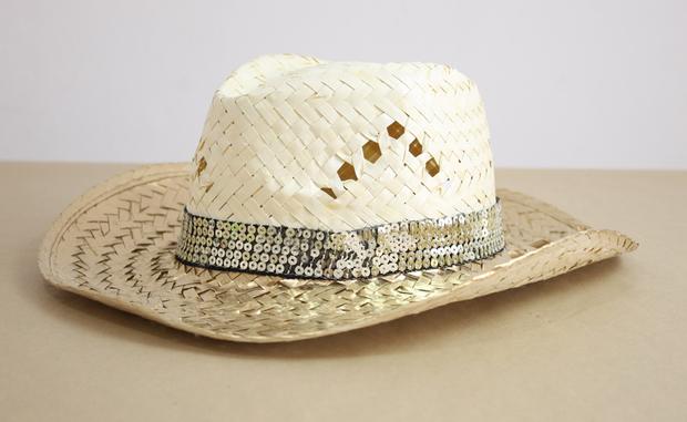 3c0456d145010 Sombrero de playa con un toque metalizado