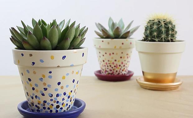 Decorar las macetas con esmaltes acr licos for Macetas para exteriores decoracion
