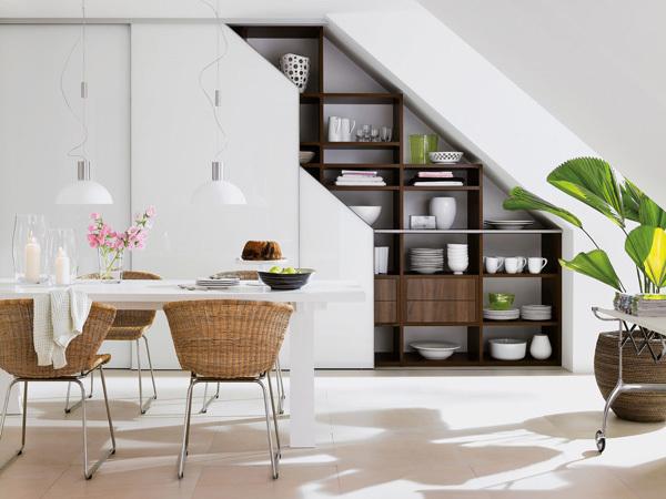 8 ideas para aprovechar el espacio bajo la escalera for Muebles bajo escalera fotos