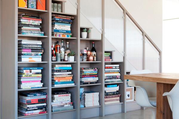 8 ideas para aprovechar el espacio bajo la escalera