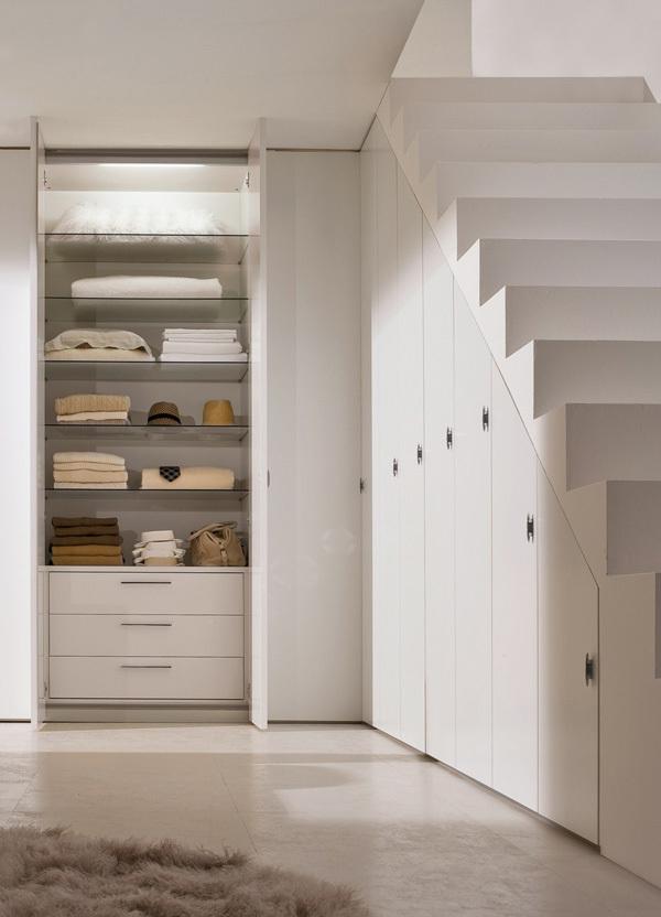 8 ideas para aprovechar el espacio bajo la escalera for Hueco bajo escalera