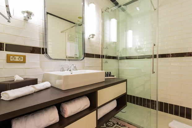 Cuarto de baño del hotel Only You Atocha, Madrid
