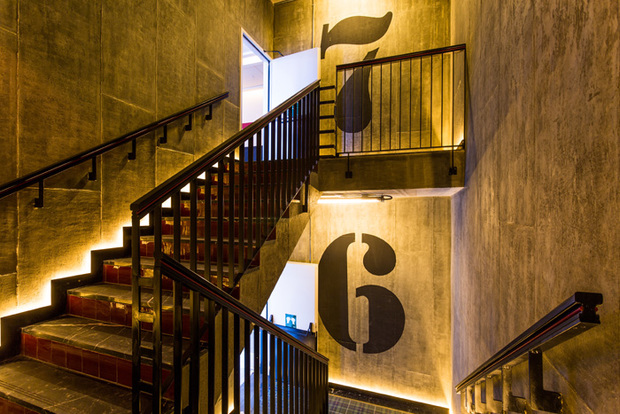 Escaleras del hotel Only You Atocha