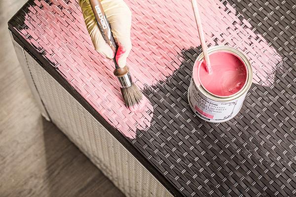 Cómo reciclar un arcón de resina con pintura a la tiza