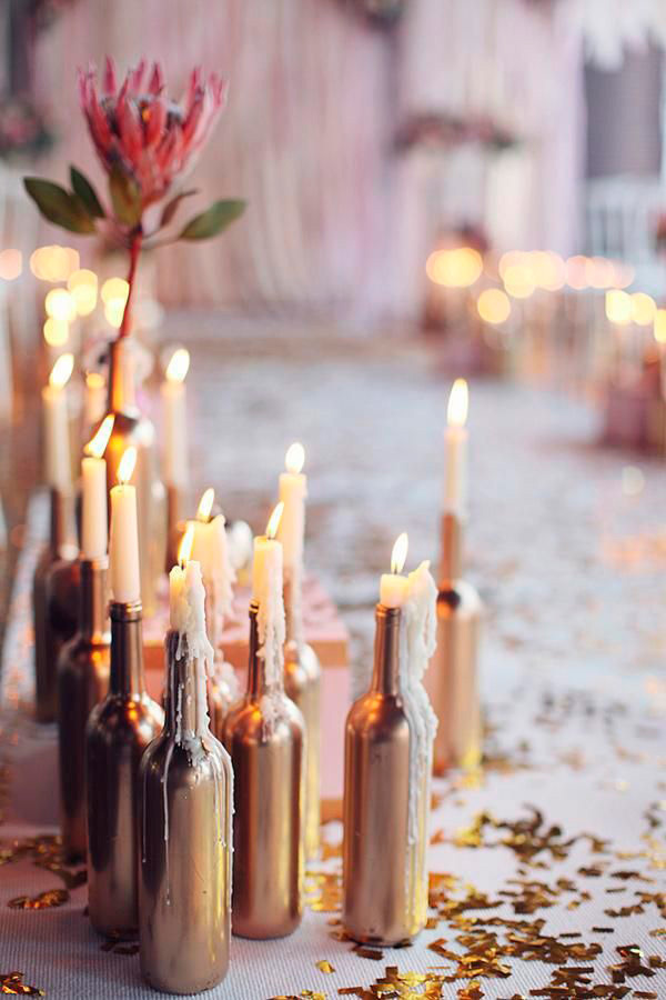Velas en botellas pintadas con spray