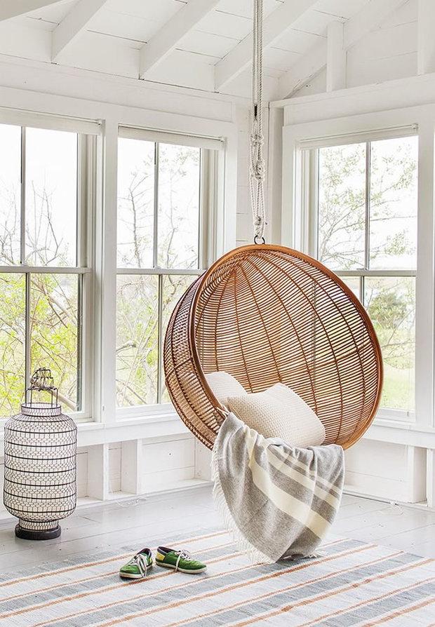 Utiliza muebles de jardín dentro de casa