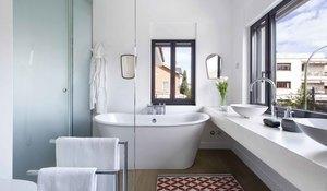 Dos ba os que comparten ducha - Bano con banera y ducha ...