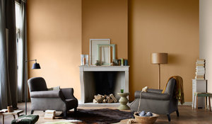 Pared pintada con relieve en tono ocre, de Bruguer