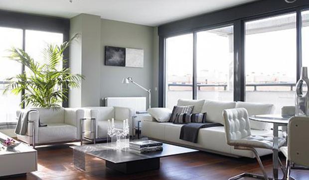 Sal n de dise o en un tico moderno for Salones modernos para pisos pequenos