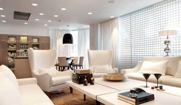 Casa Moderna Decorada En Blanco Y Madera