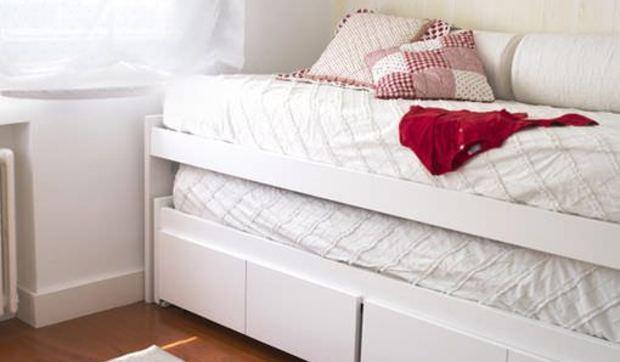 Muebles blancos en el cuarto de los niños