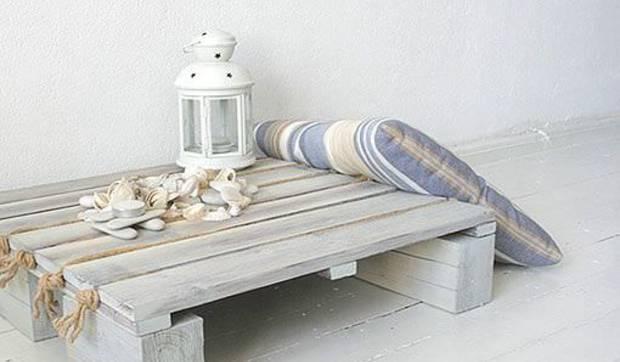 Reciclar un palé en una mesa auxiliar