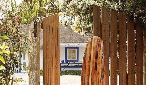 Una cabaña de madera reciclada convertida en casa de vacaciones
